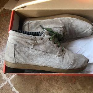 Toms Chukka shoes